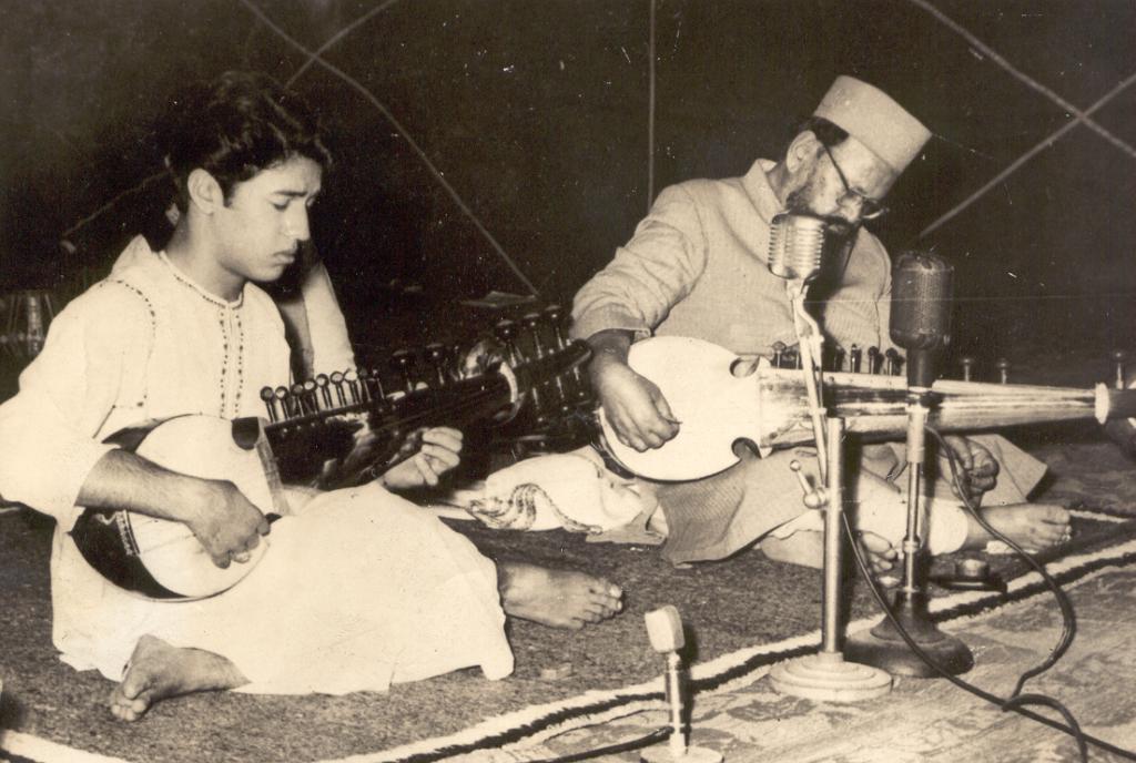 Amjad Ali Khan & his father Haafiz Ali Khan (1)