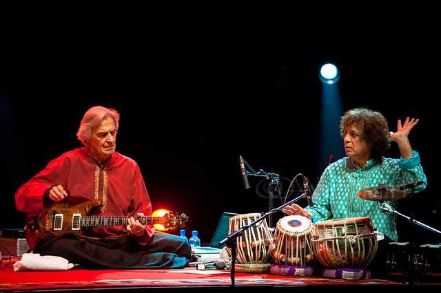 John McLaughlin with Zakir Hussain in a Remember Shakti concert